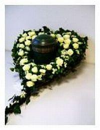 moderne grabgestaltung f r das urnen grab grabbepflanzung im herbst. Black Bedroom Furniture Sets. Home Design Ideas