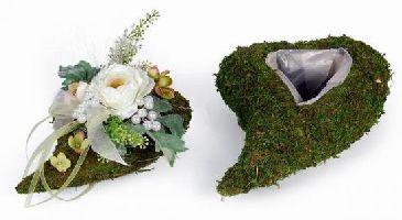 moos herzen zur bepflanzung mit blumen herz aus moos zum. Black Bedroom Furniture Sets. Home Design Ideas