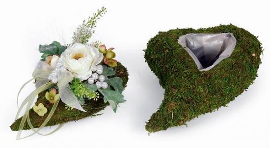 moos herz mit folie zum bepflanzen grabschmuck selber machen. Black Bedroom Furniture Sets. Home Design Ideas