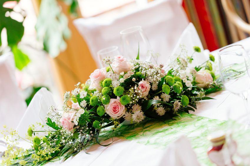 Tischdekoration f r die silberhochzeit selber machen - Blumengestecke ideen ...