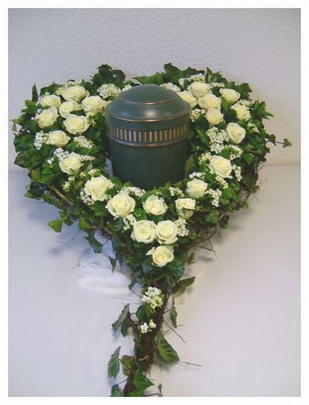 urnengrab urnen herz zum stellen 50 cm steckschaum. Black Bedroom Furniture Sets. Home Design Ideas